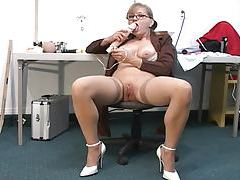 In charge milf masturbates and squirts tubes