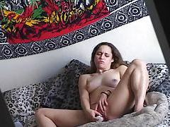 Solo girl in bed with toy in her cooch tubes