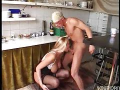 He fucks a hottie from behind in kitchen tubes