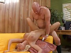 Older dude and young blonde slut get it on tubes
