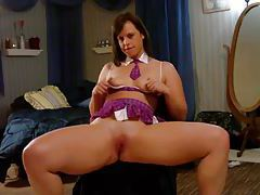 Wide ass girl solo on her webcam tubes