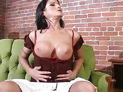 Solo chick with black hair fingering her cunt tubes