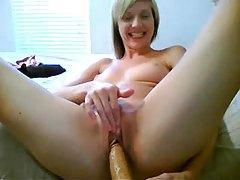 Webcam blonde oils up and dances tubes