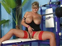 Lusty beauty on weight bench fucked lustily tubes