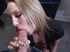 This amateur BJ includes endless deepthroating tubes