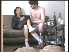 He fucks his wife on the couch tubes