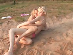 two lesbian on the beach tubes