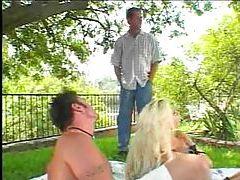 See a bimbo take two dicks outdoors tubes