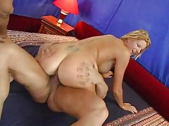 Blonde with a great body goes for two tubes