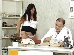 Doctor exam spreads open her pussy tubes