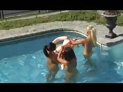 Babes in the sun have a lesbian threesome tubes