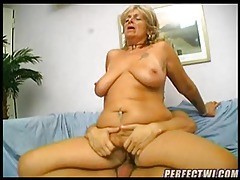 Old slut taking the cock deep tubes
