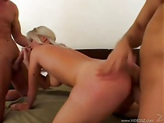 Eating her pussy before the threesome tubes