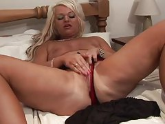 Curvy British chick shows off the body tubes