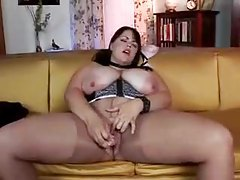 BBW knows how to tease her big tits tubes