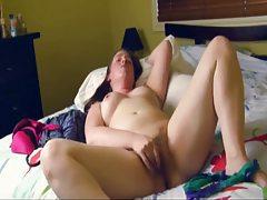 Amateur masturbates her pussy to orgasm tubes