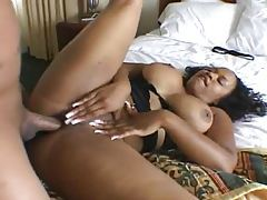 Big dick dude fucks a curvy chick in hotel tubes