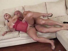 Curvy brunette in heels fucked in her vagina tubes