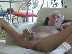 Johnny Jerks His Old Cock tubes