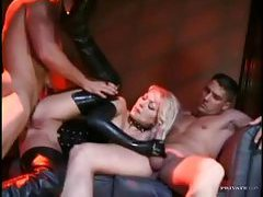 Latex girl in a threesome with DP tubes