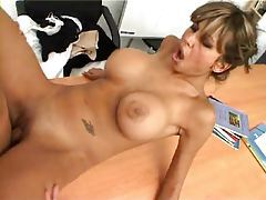 On his desk he fucks a super hot brunette babe tubes