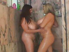 Chubby gals get wet and heavy in shower tubes