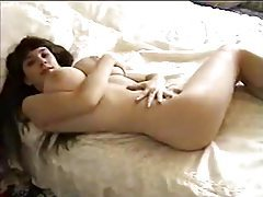 She poses nude and shows huge natural tits tubes