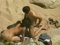 GF gives voyeur BJ at the beach tubes