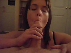 Super hot body babe gives amateur BJ tubes