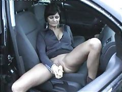 Ear of corn in pierced pussy in car tubes