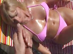 Blonde bimbo milf giving a handy J tubes
