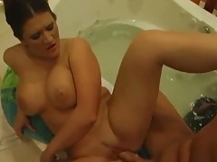Curvy Austin Kincaid fucked in her bathroom tubes