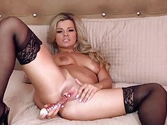 Blonde hottie fucks her shaved box solo tubes