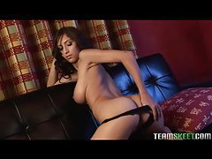 Curvy solo babe masturbates on her couch tubes