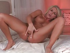 Two fingers inside the pussy of Alicia Secrets tubes