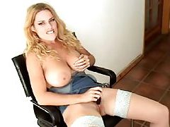 Little vibrator makes hot blonde so happy tubes