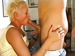 Making out with and getting BJ from mature tubes