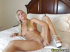 Hot Blond Getting Wet with her Toys HD tubes