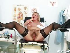 Mature nurse flashing her tits solo tubes
