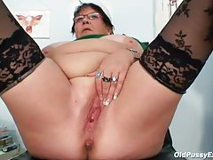 Speculum takes you inside fat mature cunt tubes