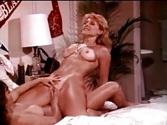 Fun retro lesbian threesome in bedroom tubes