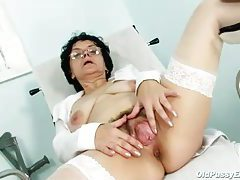 Mature granny in glasses masturbates tubes
