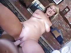 Curvy mature with plump pussy lips POV sex tubes