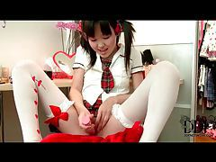Asian schoolgirl uses pink toy in pussy tube