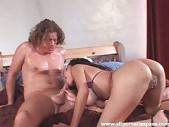 Pierced ebony hottie gets her asshole pumped tubes