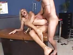 Anal sex makes a blonde milf squirt tubes
