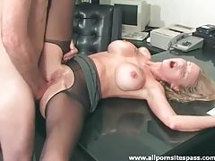 Blonde hottie fingers herself as she gets anal fucked tubes