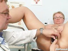 Full gyno exam for a chubby mature babe tubes