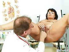 Fat mature loves exams with her doctor tubes