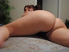 Amateur hottie shakes her thick round booty tubes